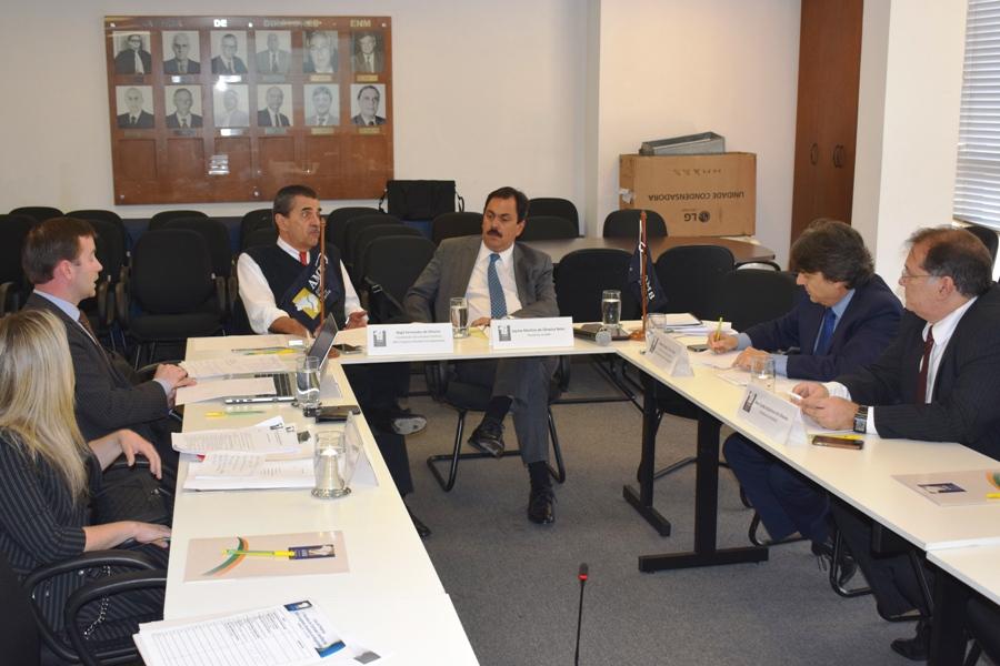 Comissão Científica do XXIII CBM se reúnem na AMB