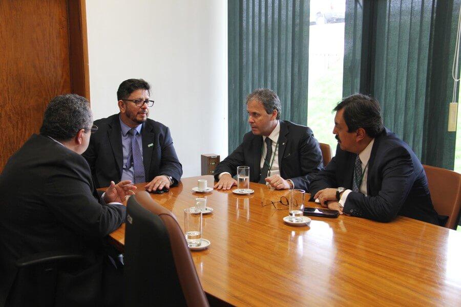 AMB discute com líder do governo projetos e diretrizes de interesse da magistratura