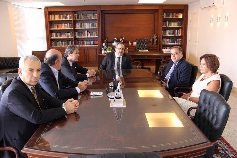 AMB dialoga com o parlamentar Paulo Abi-Ackel